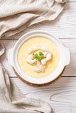 ovo cozinhado com caranguejo imagens de stock