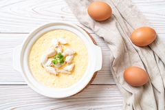 ovo cozinhado com caranguejo imagem de stock