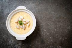 ovo cozinhado com caranguejo fotografia de stock