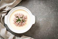Ovo cozinhado com carne de porco triturada fotos de stock royalty free