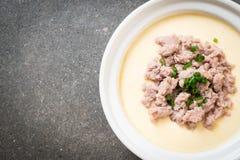 Ovo cozinhado com carne de porco triturada imagem de stock royalty free