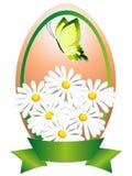 Ovo da páscoa com flores, borboleta e fita Fotos de Stock Royalty Free
