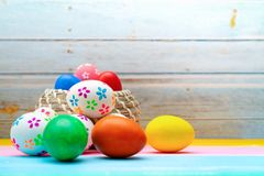Ovo da páscoa, decorações felizes do feriado da caça do Domingo de Páscoa imagem de stock royalty free