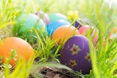 Ovo da páscoa! fundos coloridos felizes do conceito da Páscoa das decorações do feriado da caça do Domingo de Páscoa com espaço d Imagem de Stock