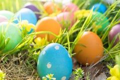 Ovo da páscoa! fundos coloridos felizes do conceito da Páscoa das decorações do feriado da caça do Domingo de Páscoa com espaço d Fotografia de Stock