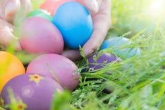 Ovo da páscoa! fundos coloridos felizes do conceito da Páscoa das decorações do feriado da caça do Domingo de Páscoa com espaço d Foto de Stock