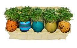 Ovo da páscoa Handpainted em testes padrões coloridos e decorações na Fotografia de Stock Royalty Free
