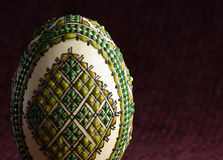 Ovo da páscoa pintado à mão - close-up foto de stock royalty free