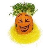 Ovo da páscoa pintado em uma cara engraçada do smiley e em uns testes padrões coloridos Imagem de Stock