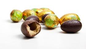 Ovo de chocolate mordido Foto de Stock Royalty Free