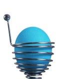 Ovo de easter azul em um suporte da mola foto de stock royalty free