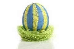Ovo de Easter no ninho Foto de Stock