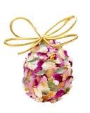 Ovo de Easter textured pelas pétalas da flor Fotos de Stock Royalty Free