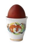 Ovo de Easter vermelho em um carrinho em um fundo branco Fotos de Stock