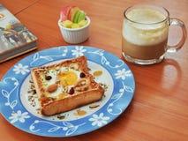 Ovo do pão do café da manhã fotografia de stock royalty free