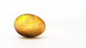 Ovo dourado em um fundo branco Imagem de Stock Royalty Free
