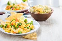 Ovo mexido mexicano caseiro da salada, café da manhã saudável foto de stock royalty free
