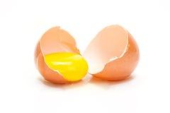 Ovo quebrado da galinha Foto de Stock