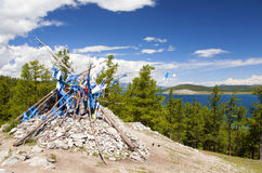 Ovoo sacré par le lac Khovsgol Photographie stock libre de droits