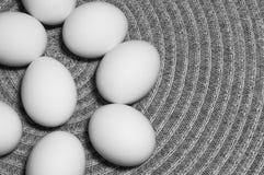 Ovos brancos em uma tabela Foto de Stock Royalty Free