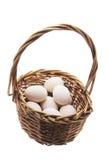 Ovos brancos na cesta Foto de Stock
