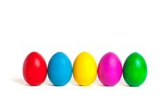 Ovos coloridos em um fundo branco Imagens de Stock Royalty Free