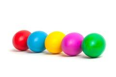 Ovos coloridos em uma placa Fotografia de Stock