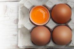Ovos com os grandes, ovos vermelhos brilhantes, n?o-t?xicos fotografia de stock