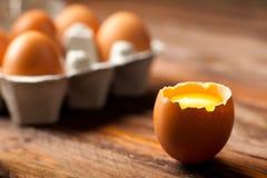 Ovos com Yolk imagens de stock