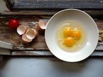 Ovos como ingredientes em uma janela de madeira do vintage Fotografia de Stock Royalty Free
