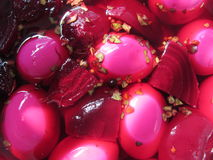 Ovos cozidos duros conservados beterraba 2 foto de stock royalty free