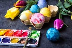 Ovos da coloração para o eastertime Fotografia de Stock