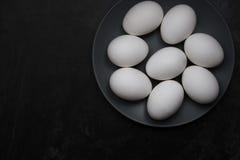 Ovos da galinha em uma placa Fotografia de Stock