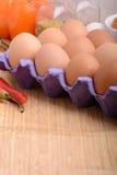 Ovos da galinha na bandeja do ovo Fotos de Stock Royalty Free
