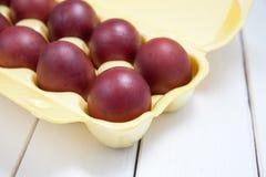 Ovos da páscoa coloridos com easter feliz Imagens de Stock Royalty Free