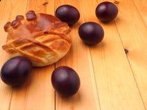 Ovos da páscoa coloridos do russo vermelho tradicional Imagens de Stock Royalty Free