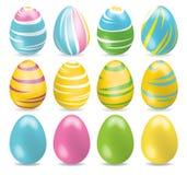 Ovos da páscoa coloridos e um coloridos brilhantes Grupo de ovos da páscoa diferentes com sombra no fundo branco Fotografia de Stock Royalty Free