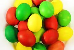 Ovos da páscoa coloridos no fundo branco Imagem de Stock Royalty Free
