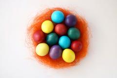 Ovos da páscoa coloridos no fundo branco Foto de Stock Royalty Free