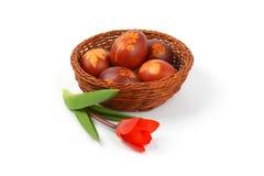 Ovos da páscoa com decoração do eco imagens de stock