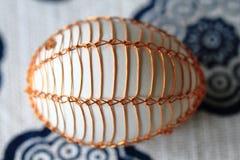 Ovos da páscoa decorados com fio fotografia de stock royalty free