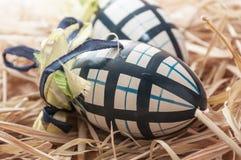 Ovos da páscoa decorativos em um ninho Imagem de Stock Royalty Free