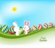 ovos da páscoa e bandeiras da mola do coelho com céu azul Fotos de Stock