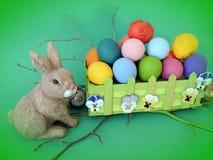 Ovos da páscoa e coelho decorados coloridos Imagem de Stock Royalty Free