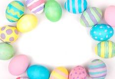 Ovos da páscoa em um fundo branco Imagens de Stock Royalty Free
