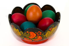 Ovos da páscoa em um vaso Khokhloma. Imagem de Stock