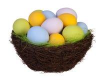 Ovos da páscoa em uma cesta Imagem de Stock