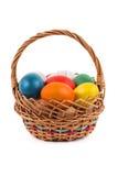 Ovos da páscoa em uma cesta Foto de Stock Royalty Free