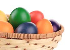 Ovos da páscoa em uma cesta. Fotografia de Stock Royalty Free