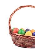 Ovos da páscoa em uma cesta. Fotos de Stock Royalty Free